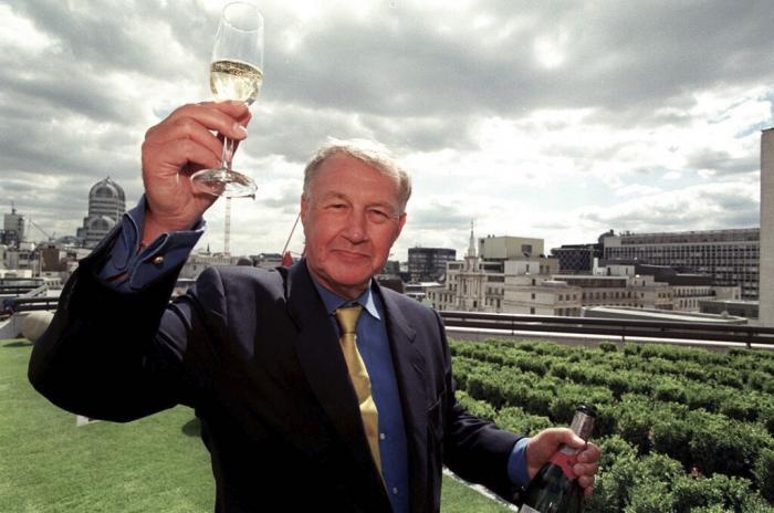 "Terence Conran celebrates the opening of his new restaurant ""Coq d'Argent"" in London. (1998)"